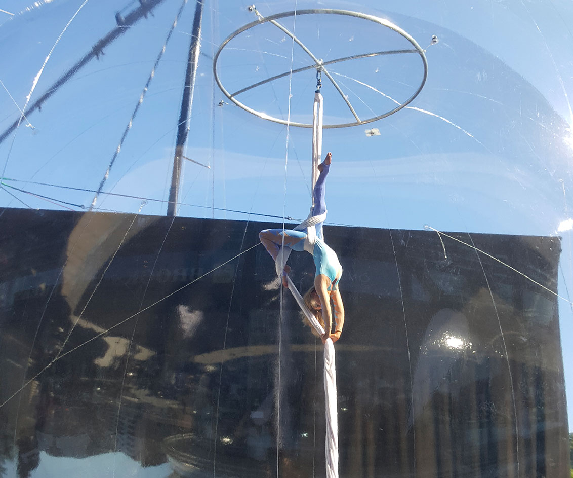 Tissu aérien bulle de jour au Monaco Yacht Club